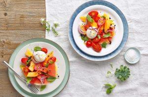 insalata-di-pomodori-anguria-e-melone-con-burrata